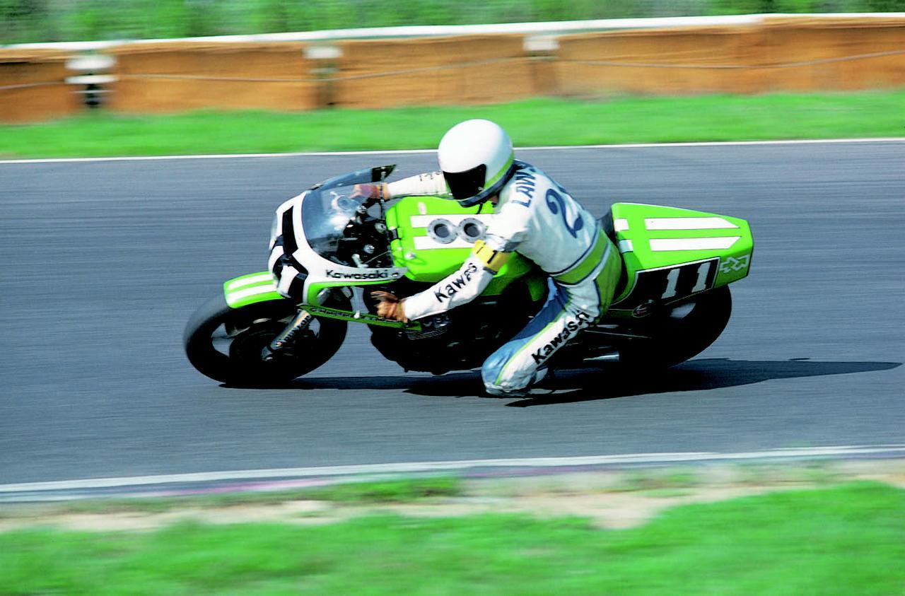 画像: 1980年、グレッグ・ハンスフォードと組んで鈴鹿8耐初参戦したエディ・ローソンとカワサキZ1。ウェス・クーリー/グレーム・クロスビー組のヨシムラスズキGS1000Rに次ぐ2位を獲得しました。なお周回数は、1位と同じ200周でした。 オートバイ/モーターマガジン社