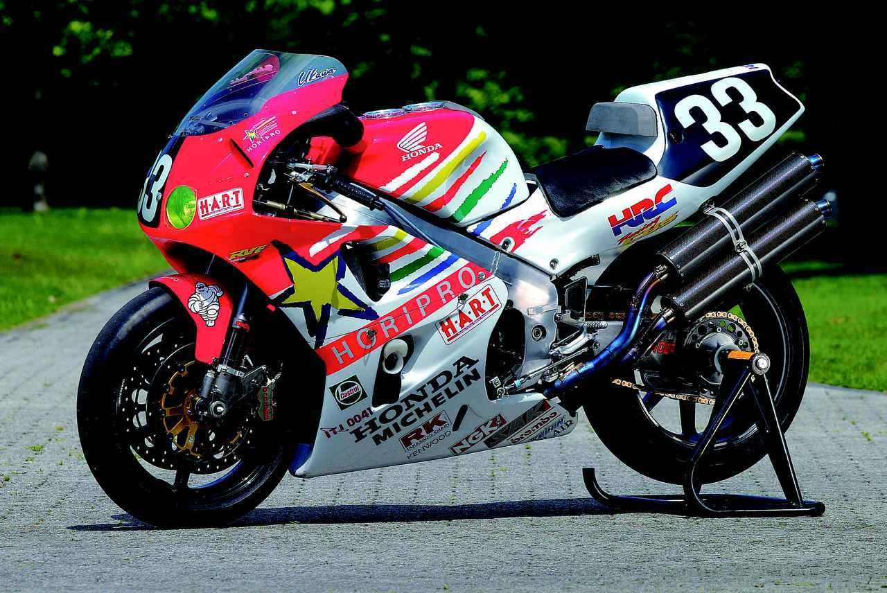 画像: 1997年の鈴鹿8耐を制覇した、33番をつけたホンダRVF/RC45。1997年型のワークス車は、170ps以上/14,000rpmの最高出力を発生していました。 オートバイ/モーターマガジン社