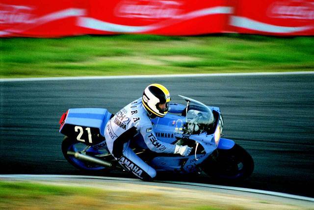 画像: 残り30分・・・首位を走りながらエンジンブロー・・・。このドラマが1980年代の鈴鹿8耐人気を猛烈に加速させることになりました。オートバイ/モーターマガジン社