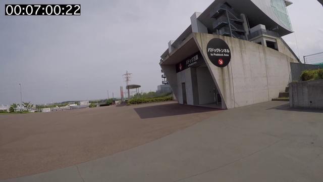 画像: メインゲート〜パドック www.youtube.com