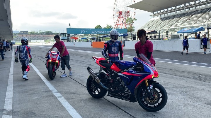 """画像1: Zaif NCXX RACING on Instagram: """"502 Zaif  NCXX RACING Session2 Ready for some Suzuka 8hour testing @zaif_ncxxracing @yamahamotoreu https://youtu.be/AhlzIprJziU #yamaha…"""" www.instagram.com"""