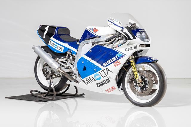 """画像: ロットナンバー10:1988 MINOLTA SUZUKI GSX-R750R """"TT-F1 Racer"""" 予想落札価格 ¥3,800,000 - ¥5,000,000 ワークス車のフレームに、非ワークスのTT-F1スペックエンジンを搭載した1台。スズキファンならヨダレが出ちゃうお宝ですね! bhauction.com"""