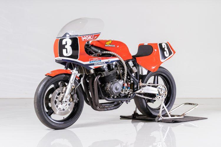 画像: ロットナンバー15:1982 HONDA RS1000 Racer 予想落札価格 ¥8,000,000 - ¥10,000,000 世界耐久選手権、マン島TT-F1、デイトナ200などで活躍した市販レーサー。この車両はその最終型で、車体はワークスのもので、エンジンはRSCキットが組み込まれているとのことです。 bhauction.com