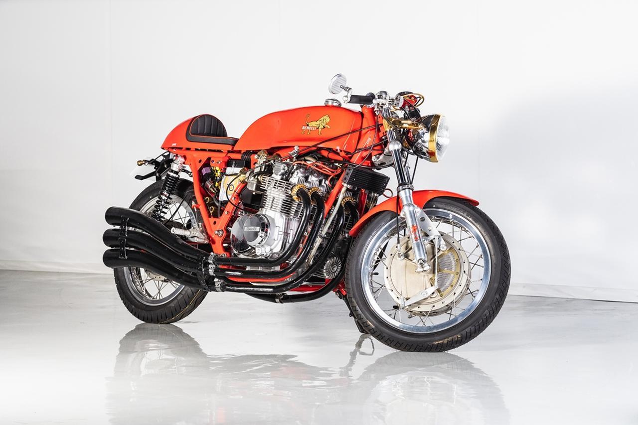 """画像: ロットナンバー4:BENELLI 900 SEI """"Classic Racer"""" 予想落札価格 COMING SOON 公道用量産車初の並列6気筒エンジンを搭載したイタリアンバイク、ベネリ750の排気量アップ版。フォンタナ製フロントドラムブレーキなど、お宝パーツでカフェレーサーカスタムされているのが目をひきます。 bhauction.com"""