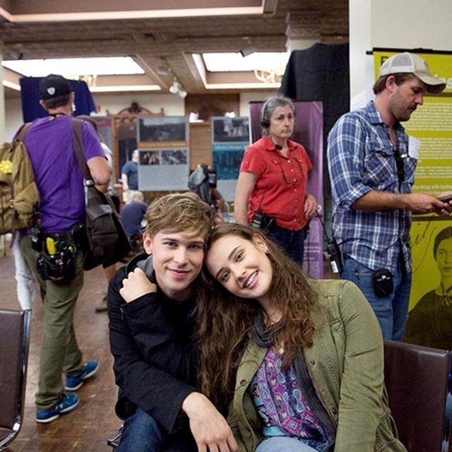 画像: ハンナ役のキャサリン・ラングフォードとトミー。