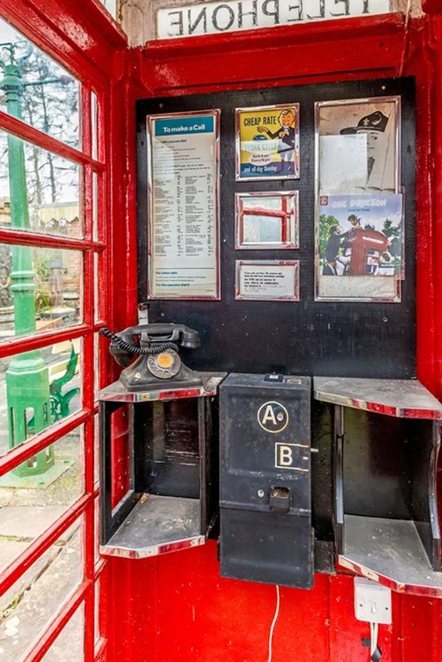 画像2: 1Dアルバムに使われたあの有名な電話ボックスがオークションへ、落札予想価格は?