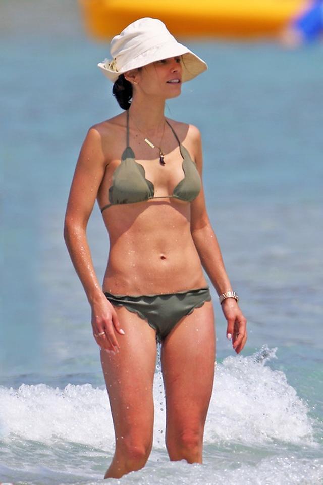 画像2: 『ワイスピ』女優ハワイで休暇、2児の母が完璧な腹筋美ボディを披露
