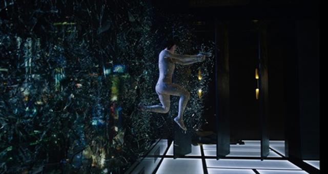 画像: 舞台は近未来、サイバーテロが世界を脅かす