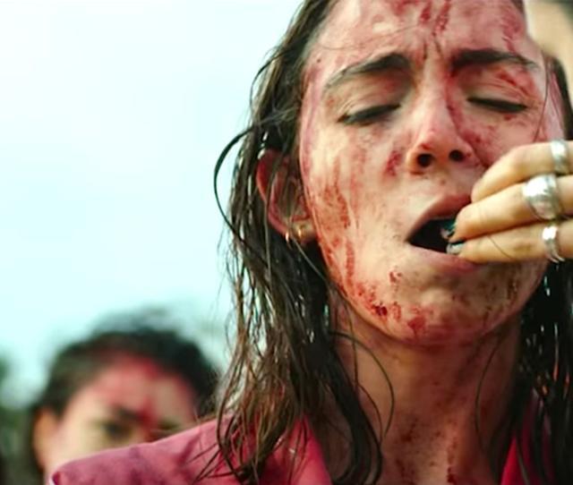 画像: 【食事中の閲覧注意】映画館が嘔吐袋を用意するほど気持ち悪いホラー映画『ロウ』