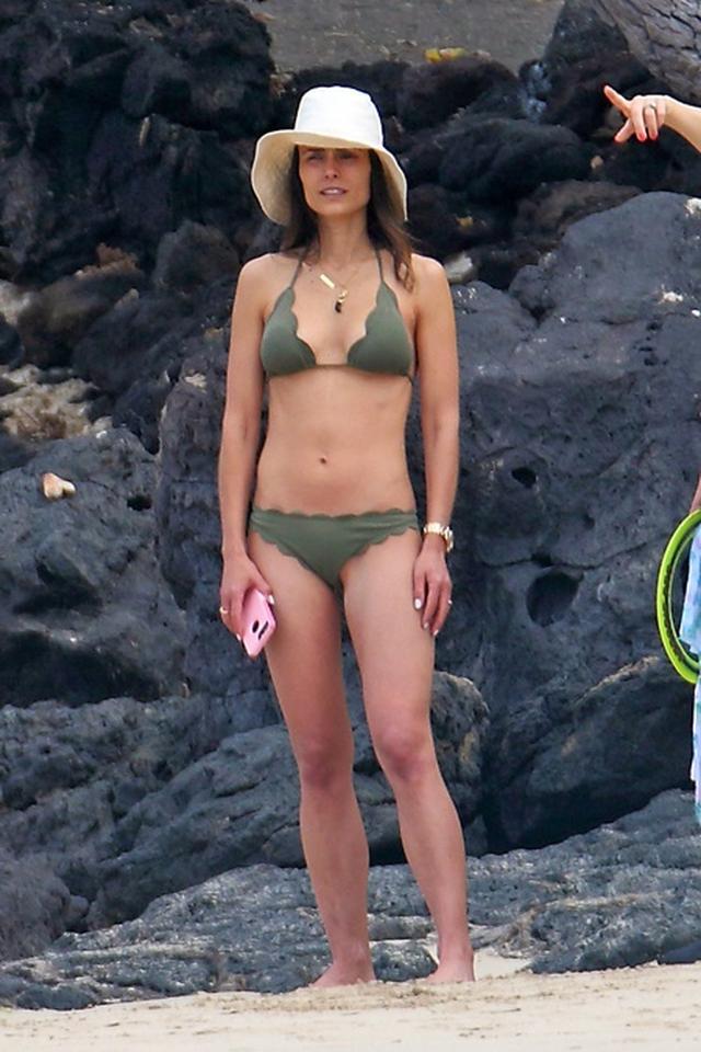 画像4: 『ワイスピ』女優ハワイで休暇、2児の母が完璧な腹筋美ボディを披露