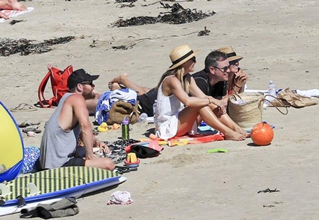 画像5: マット・デイモン、仲良し『アベンジャーズ』セクシー俳優と家族連れて豪有名ビーチへ