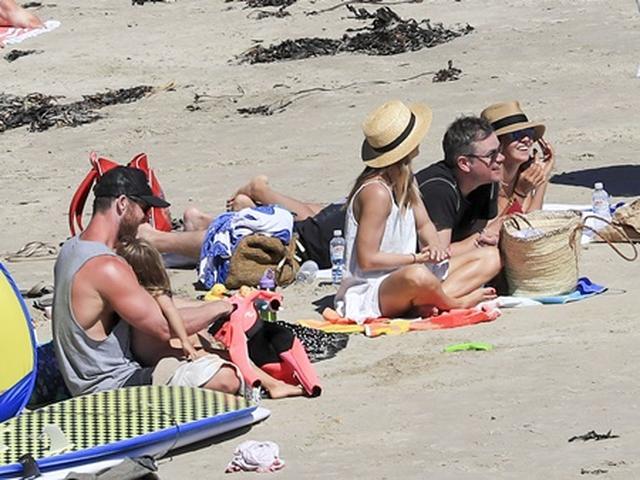 画像2: マット・デイモン、仲良し『アベンジャーズ』セクシー俳優と家族連れて豪有名ビーチへ