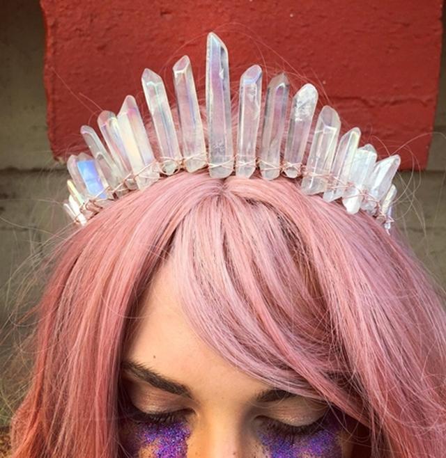 画像: オーロラに輝くクリスタルクラウンはまるで王冠のよう。@judyandmadeleine