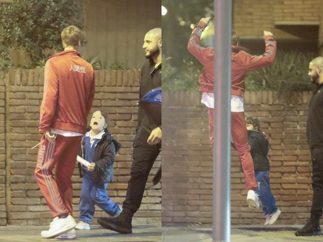 画像: 駆け寄ってきた子供と一緒にジャンプ!