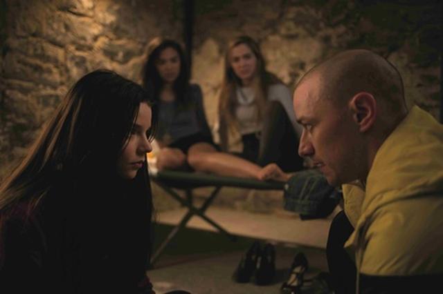 画像3: 『シックス・センス』以来3週連続1位!監禁された少女3人VS 23人格『スプリット』
