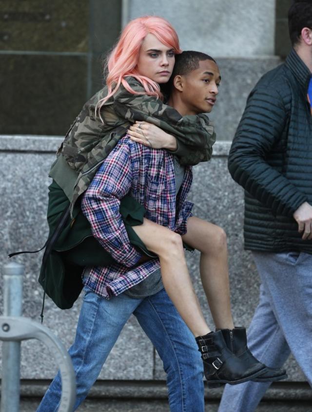 画像: ウィル・スミス息子、人気女優カーラ・デルヴィーニュと膝まくらでイチャイチャ