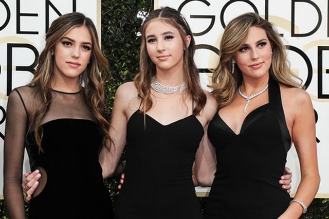 画像: 左からシスティーン、スカーレット、ソフィア。