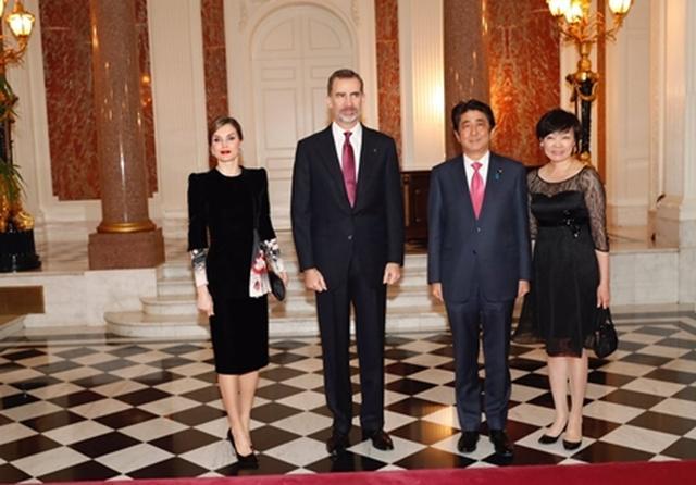 画像1: 安倍首相夫妻と面会
