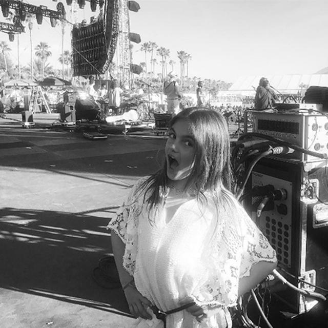 画像: 【動画あり】アレッサンドラ・アンブロジオの8歳の娘がコーチェラで熱唱!