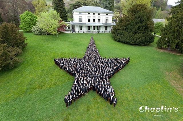 画像2: 662人のチャールズ・チャップリンが集結して世界記録達成