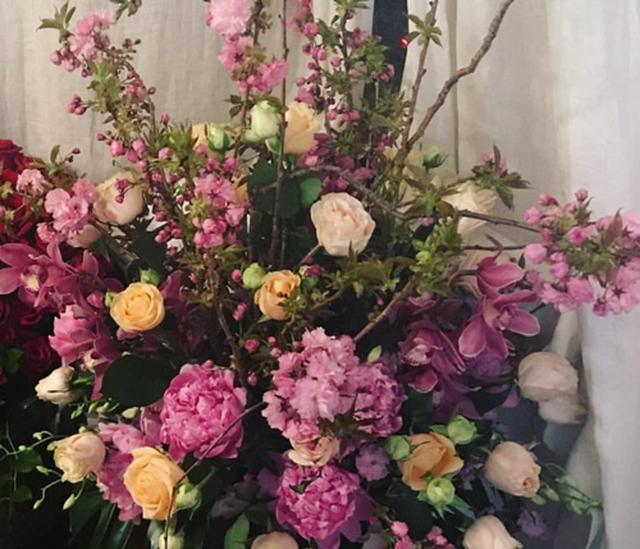 画像: テイラーがジジに贈った花。