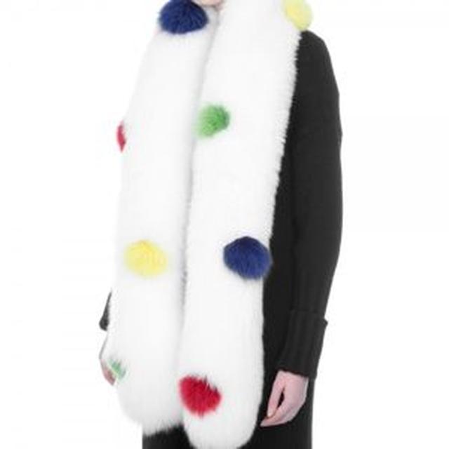 画像: スカーフ:Montpensier 約120,000円(1,200ドル)
