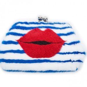 画像: クラッチバッグ:Parisian Kiss Bag 約85,000円(850ドル)