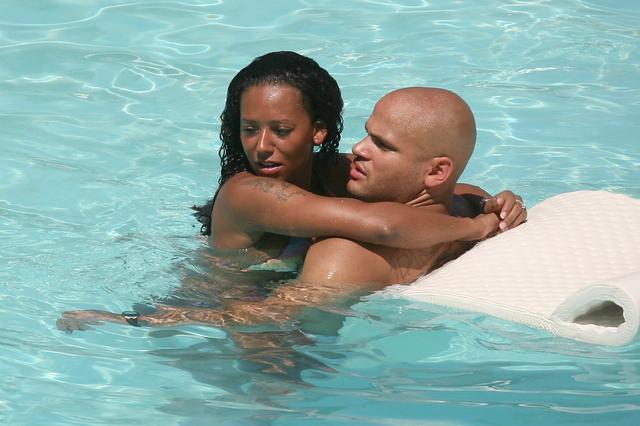 画像: 2007年の新婚当時のメラニーとスティーブン。