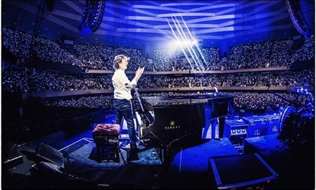 画像: 1.ベルリン公演の舞台に上げたのは日本人親子