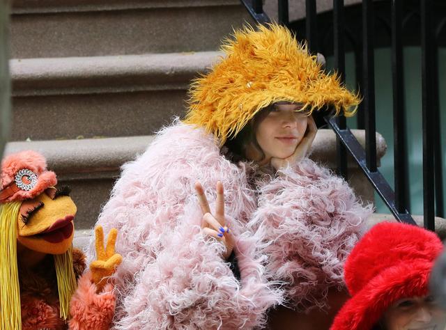 画像4: ケンダル・ジェンナー、大人気キャラ「マペット」の仲間入り!可愛すぎる撮影風景を激写