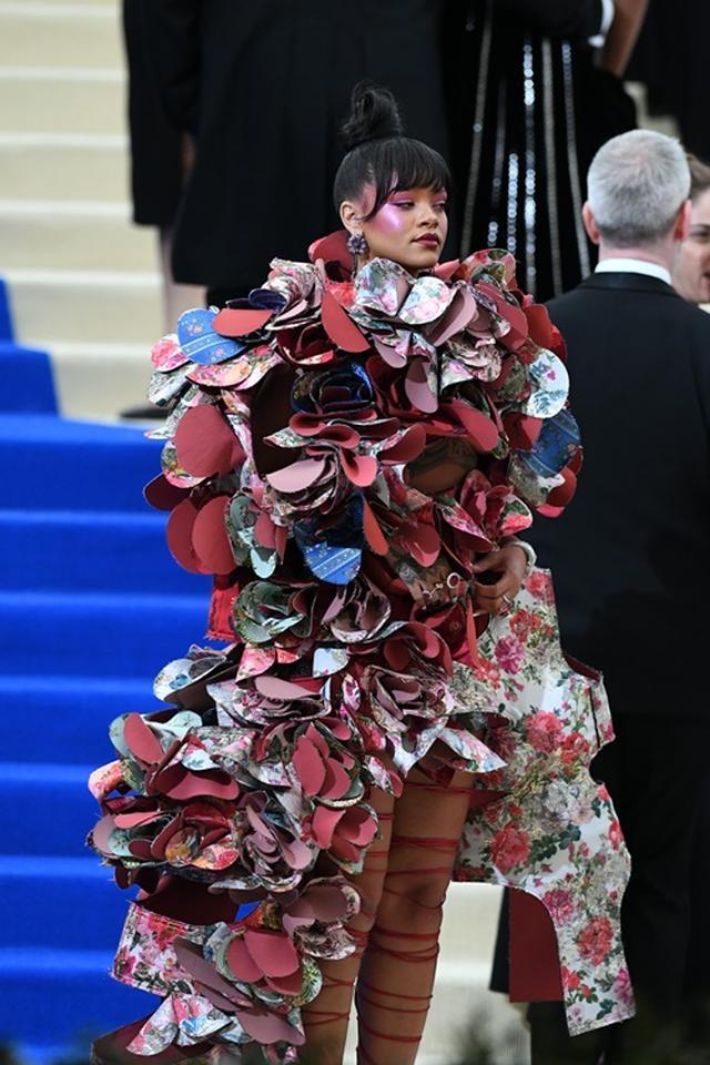 画像1: 毎年注目を独占するリアーナのドレス