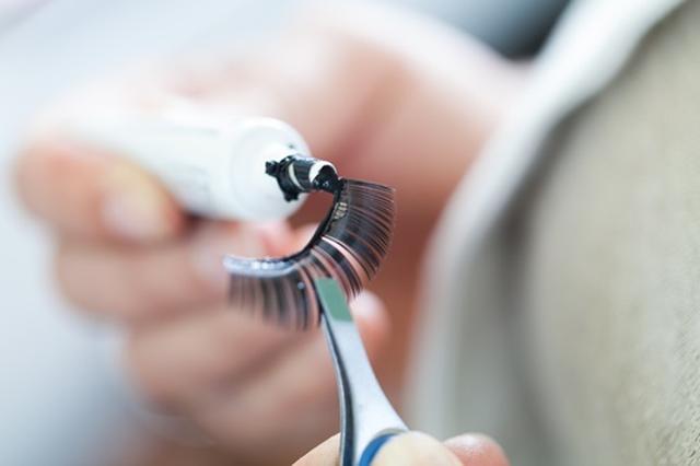 画像: 「つけまつ毛」が愛情表現のツールに