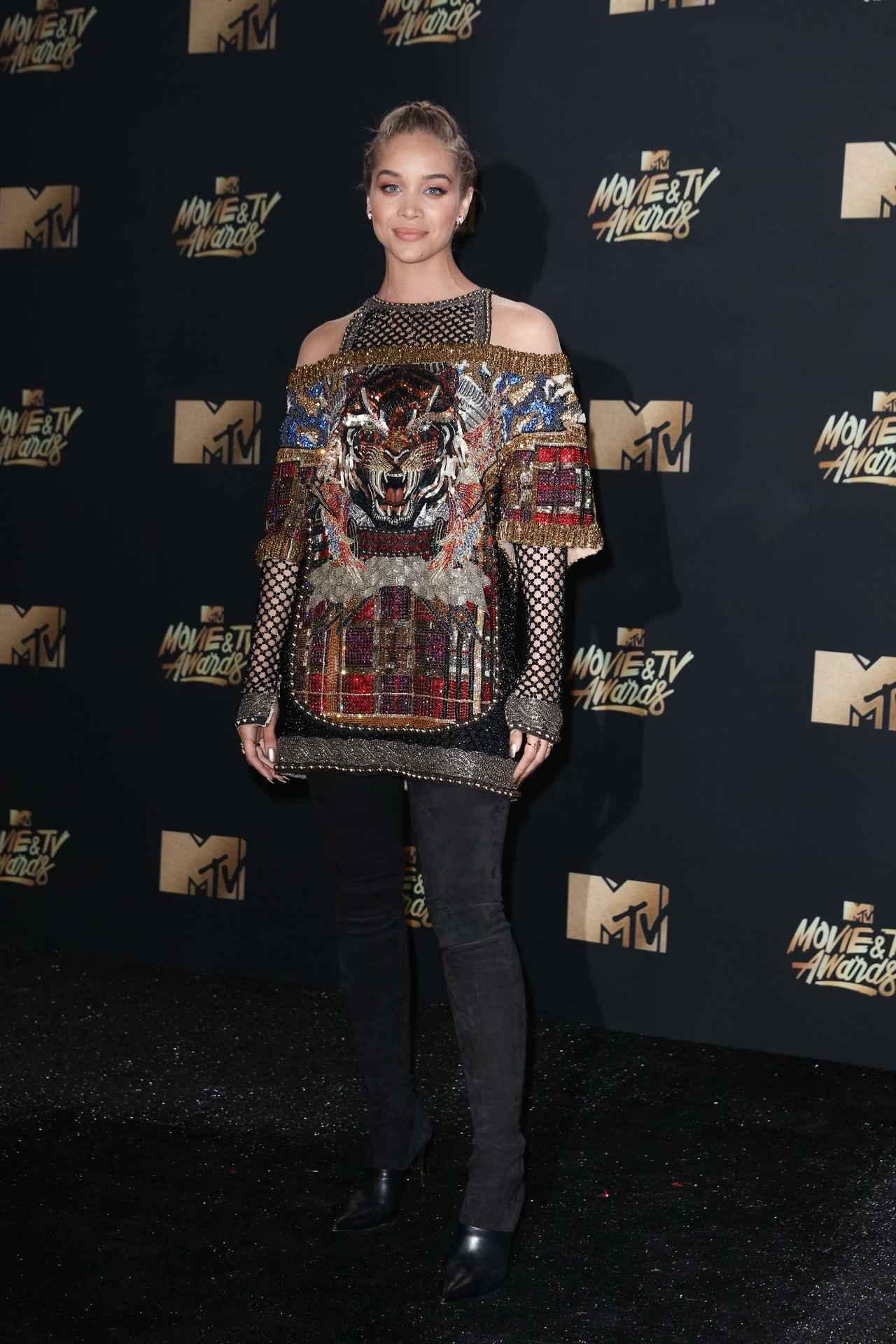 画像8: エマ・ワトソンやカーラ・デルヴィーニュも登場!MTVアワードのドレスを紹介