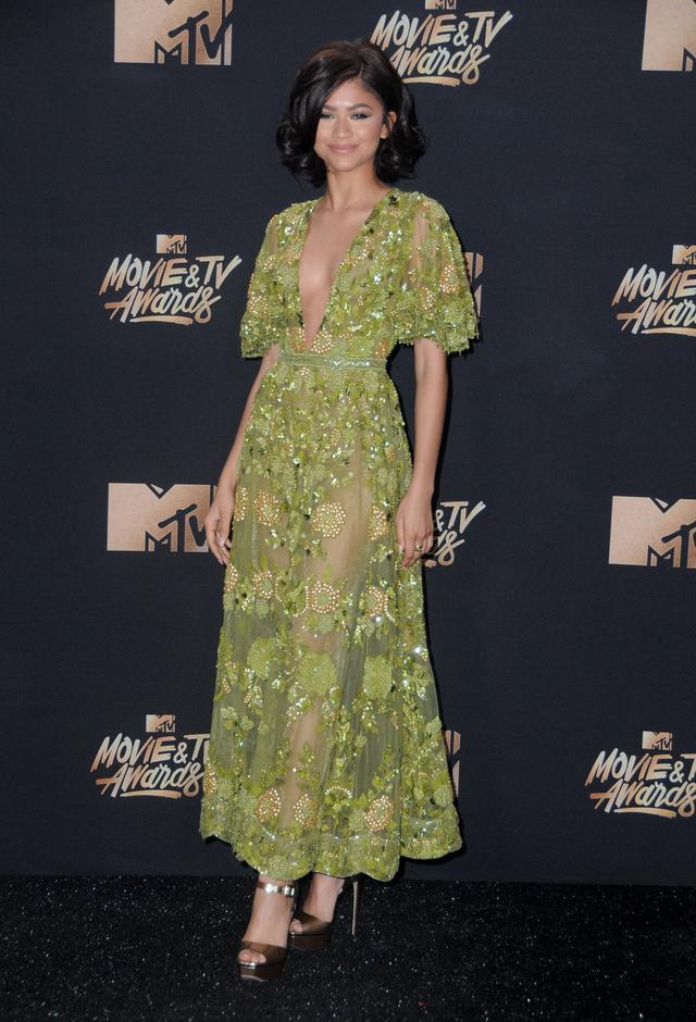 画像3: エマ・ワトソンやカーラ・デルヴィーニュも登場!MTVアワードのドレスを紹介