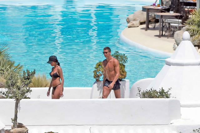 画像: 新恋人とプライベートジェットで休日を満喫