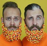 画像3: ひげにキラキラやお菓子をデコレーション