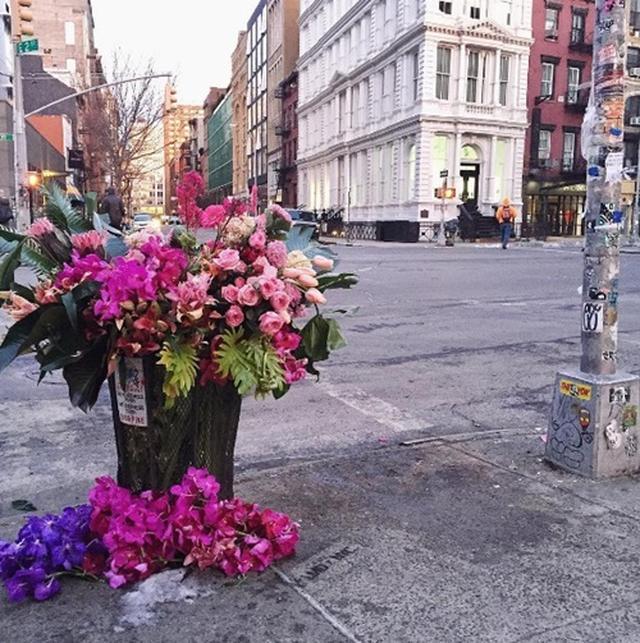 画像3: ゴミ箱が花束に変身?