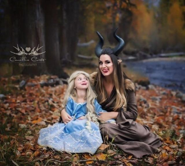 画像7: ママと娘でコスプレごっこ