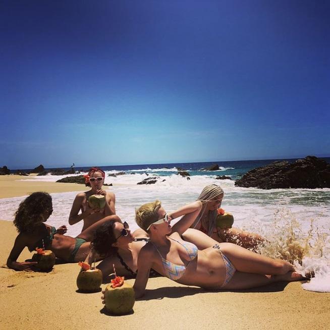 画像2: かっこいいビーチ写真と思いきや…