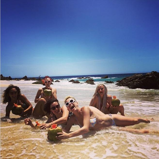 画像4: かっこいいビーチ写真と思いきや…