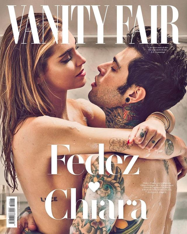 画像: 雑誌の表紙は泡風呂シーン