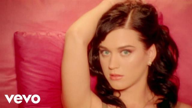 画像: Katy Perry - I Kissed A Girl (Official) www.youtube.com