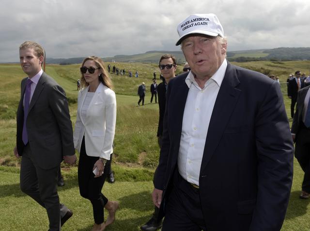 画像1: マークジェイコブスも!トランプ大統領の選挙スローガンのパロディ化が止まらない