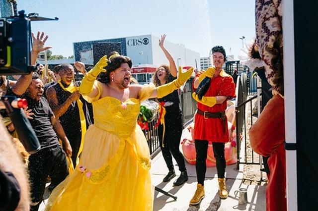 画像2: 美女と野獣からライオン・キングまで! 突然、路上で始まるミュージカルに爆笑