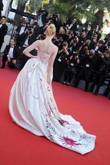 画像2: 【カンヌ映画祭】19歳女優、ヴィヴィアン・ウエストウッドのドレス姿がプリンセスのよう