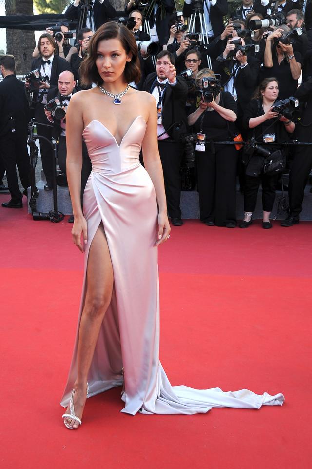 画像2: ドレスがそっくりだと話題に