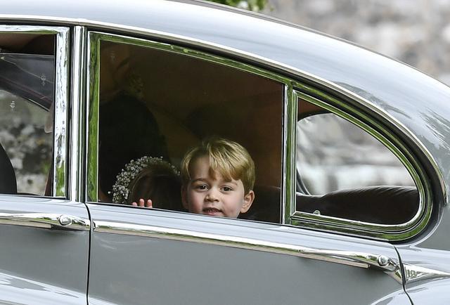 画像2: ジョージ王子が主役レベルに胸キュン