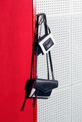 画像2: ジバンシィが新作アイコンバッグ「デュエット」を、世界先行展開
