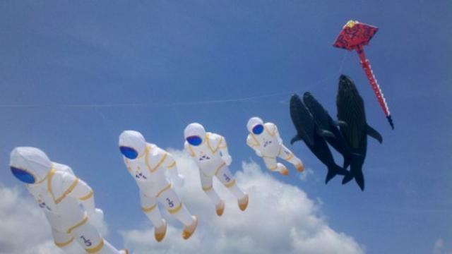 画像6: 空に浮かんでいるものは一体…