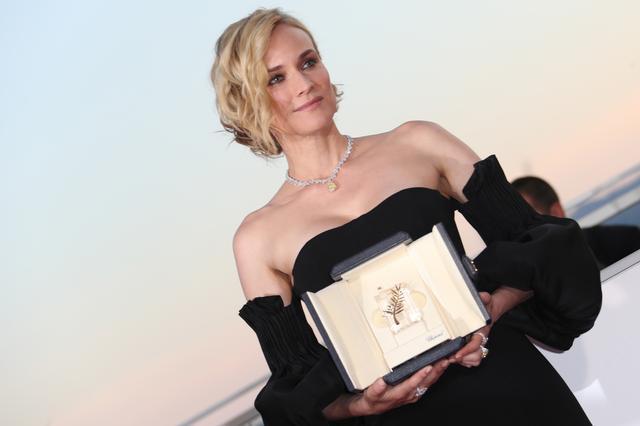 画像3: ダイアンの女優賞受賞をお祝い